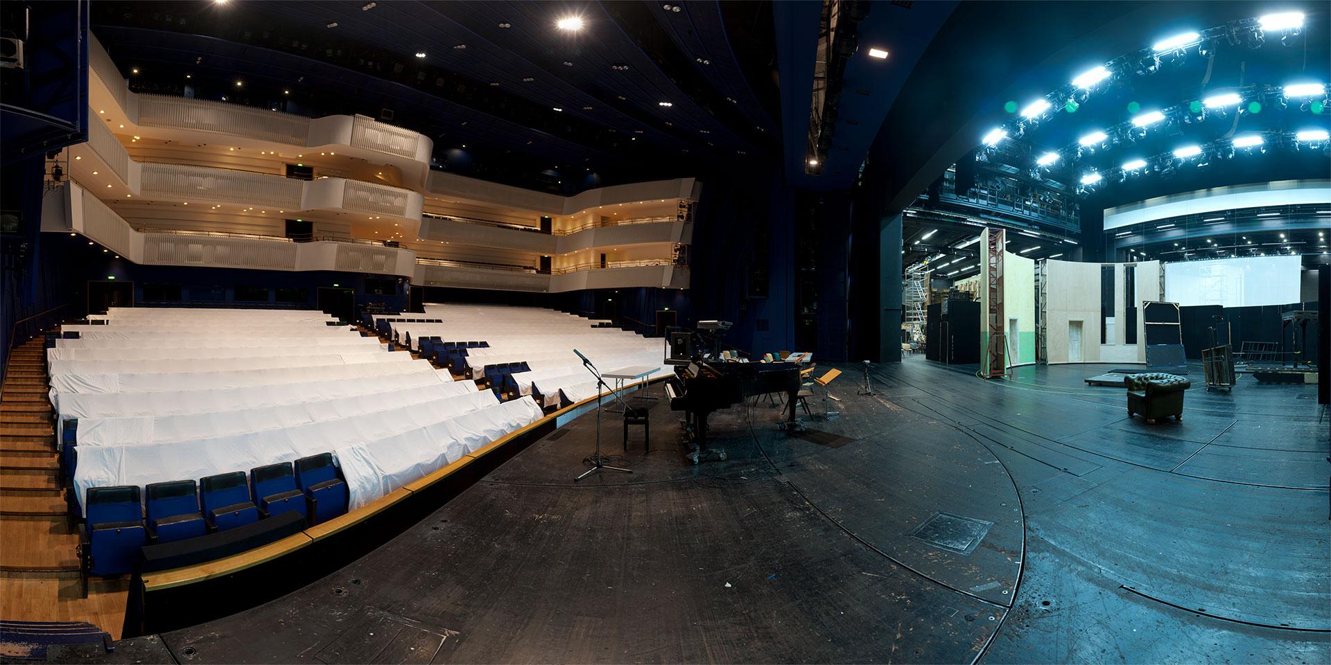 Aalto-Theater - Essen - Bühne und Zuschauerraum